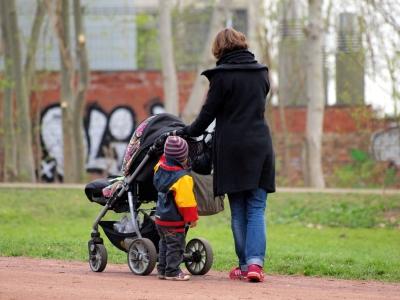 Mutter mit Kinderwagen, dts Nachrichtenagentur