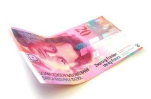 20 Franken 445x3332 310x205 - Schweizer Private Banking kämpft gegen hohe Kosten