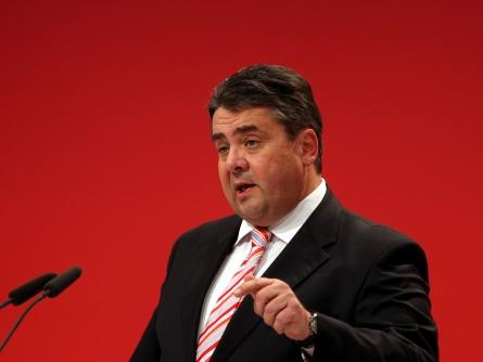 """Photo of SPD-Chef Gabriel lehnt """"Pension mit 63"""" für Beamte ab"""