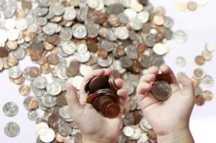 Geld zerrinnt in Fingern 310x205 - Massiver Geldabfluss aus Schwellenländern
