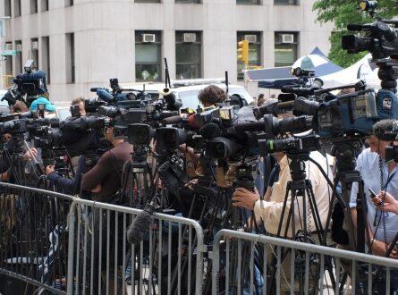 Pressekonferenz 445x330 - Ex-Kulturstaatsminister Nida-Rümelin kritisiert Medien