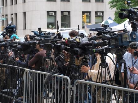 Pressekonferenz - Ex-Kulturstaatsminister Nida-Rümelin kritisiert Medien