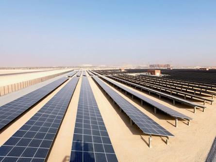 Bild von Abu Dhabi: Größtes Solarwärmekraftwerk der Welt in Betrieb