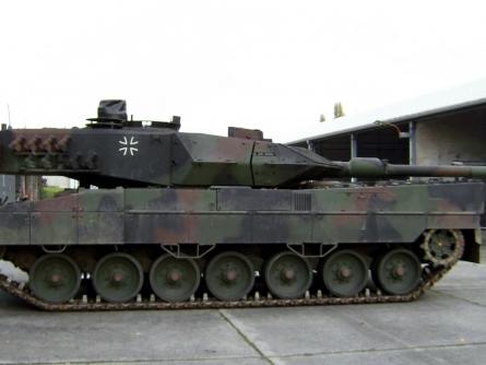 Bild von Opposition mit Regierungspapier zu Rüstungsexporten unzufrieden