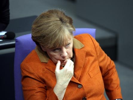 Angela Merkel knabbert an Fingernägeln, über dts Nachrichtenagentur