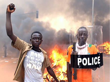 Bild von Parlament in Flammen: Aufstand in Burkina Faso