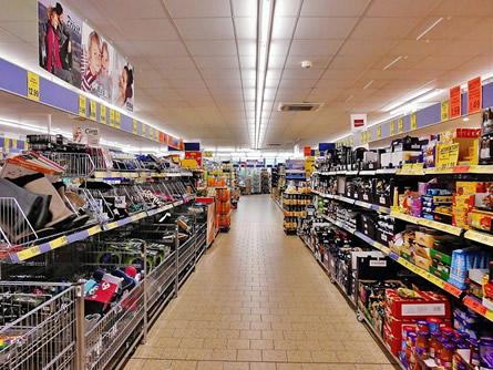 Photo of Verbraucher kurbeln Binnennachfrage an und profitieren von sinkenden Preisen