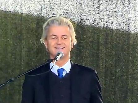 Bild von Geert Wilders spricht bei Pegida-Demo