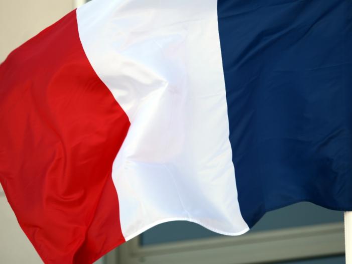 Photo of Berichte: Tote bei Anti-Terror-Razzia nahe Paris
