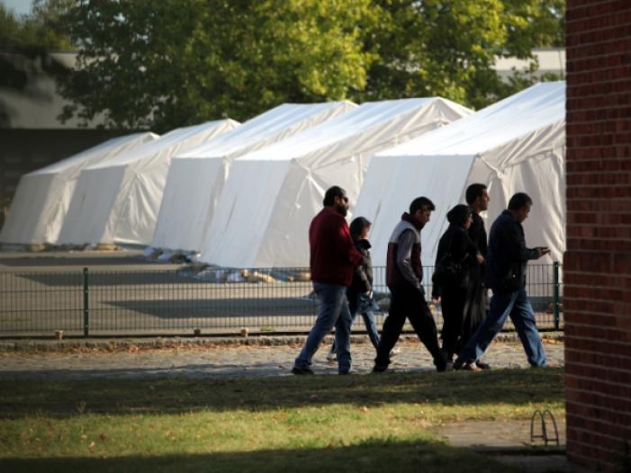 Bild von Dobrindt: 4.000 Flüchtlinge pro Tag sind nicht verkraftbar