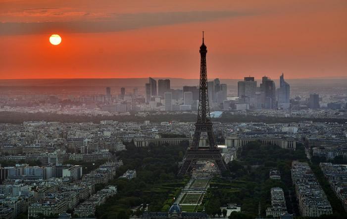 Paris-mit-Eiffelturm Unzureichend, Kommentar zu Frankreich von Gesche Wüpper