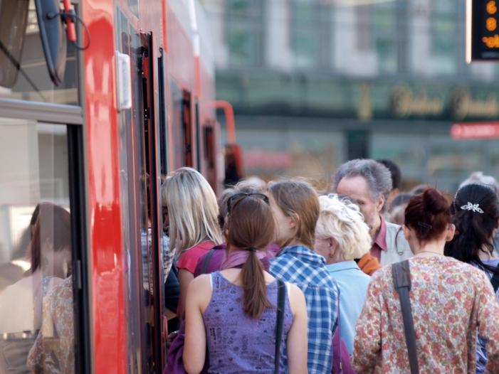 Rekord-im-Nahverkehr-Zehn-Milliarden-Fahrgste-in-Bussen-und-Bahnen Rekord im Nahverkehr: Zehn Milliarden Fahrgäste in Bussen und Bahnen