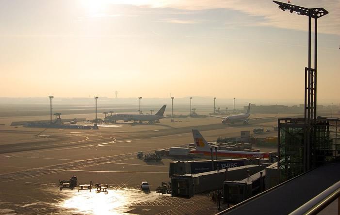 Flughafen Frankfurt - Rekord: Flughafen Frankfurt mit 60 Millionen Passagieren in 2015