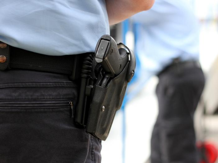 GdP Vize Kein deutscher Polizist würde auf Flüchtlinge schießen - GdP-Vize: Kein deutscher Polizist würde auf Flüchtlinge schießen