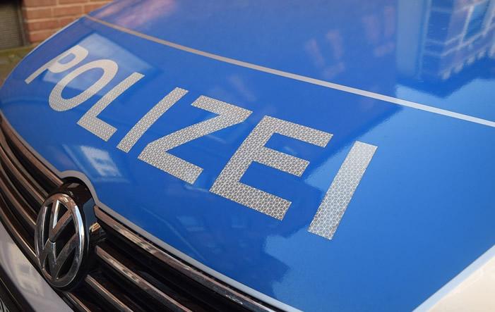 Polizeiauto - Frankfurter Stadtpolizei entdeckt illegale Kellerwohnung