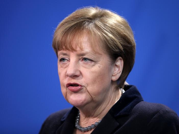 Stoiber wirft Merkel Spaltung der Gesellschaft vor