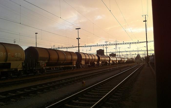 Schinengueterverkehr Studie: Bahn bewältigt Güterverkehr über die Alpen