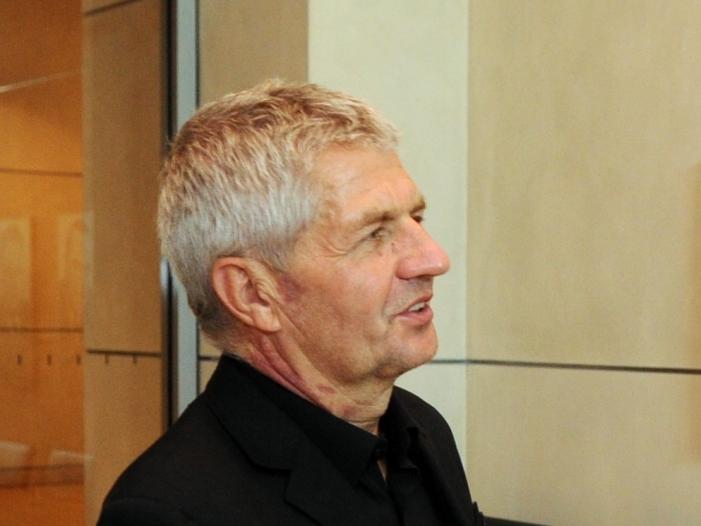 Stasi Beauftragter Jahn bekommt Entlassungsurkunde - Stasi-Beauftragter Jahn bekommt Entlassungsurkunde