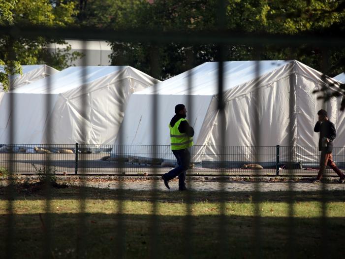Vorwürfe an Länder und Kommunen nach Übergriffen von Wachleuten in Flüchtlingsunterkünften - Vorwürfe an Länder und Kommunen nach Übergriffen von Wachleuten in Flüchtlingsunterkünften