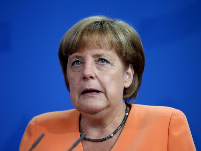 Umfrage Merkel verliert nach Entscheidung zu Böhmermann an Ansehen - Umfrage: Merkel verliert nach Entscheidung zu Böhmermann an Ansehen