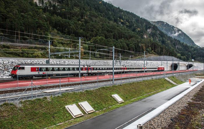 Schweiz eröffnet längsten Eisenbahntunnel der Welt