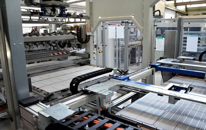 Grösste Solarmodulfabrik der Schweiz nimmt Betrieb auf