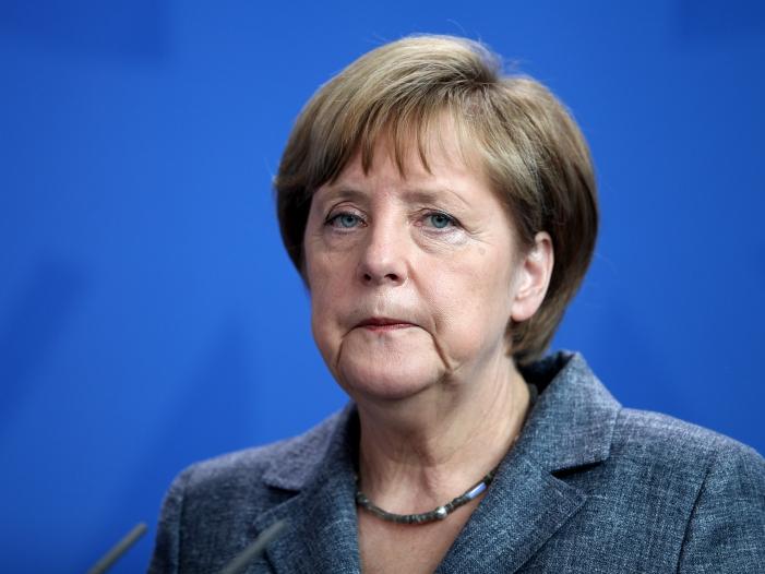 Photo of Merkel räumt Fehler in Flüchtlingskrise ein