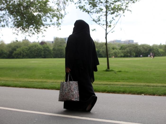 Streit um Burka Verbot geht auch in der Union weiter - Streit um Burka-Verbot geht auch in der Union weiter