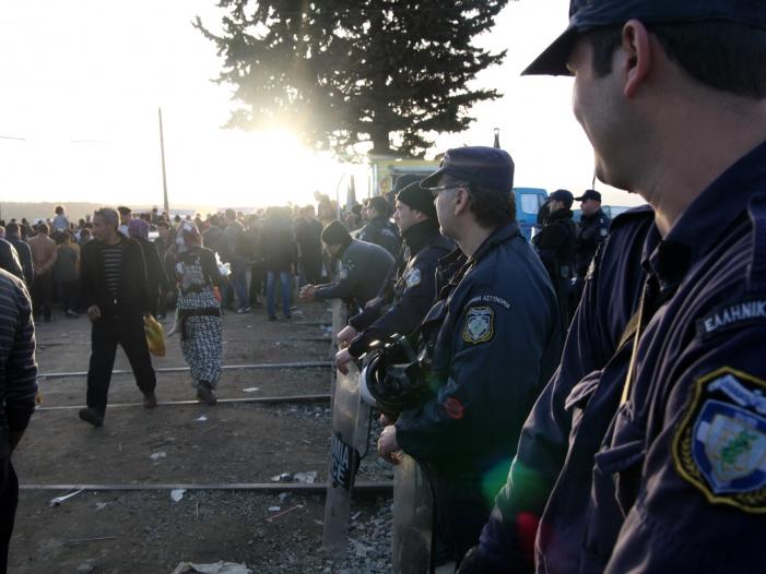 Ungarns Außenminister hält Frontex für nutzlos - Ungarns Außenminister hält Frontex für nutzlos