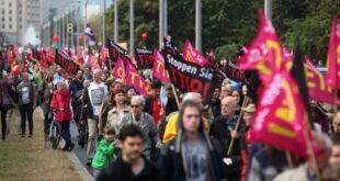 Zehntausende demonstrieren gegen Ceta und TTIP 310x165 - Zehntausende demonstrieren gegen Ceta und TTIP