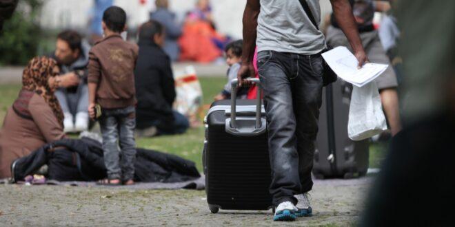 anfragen von fluechtlingen beim drk suchdienst steigen deutlich 660x330 - Anfragen von Flüchtlingen beim DRK-Suchdienst steigen deutlich