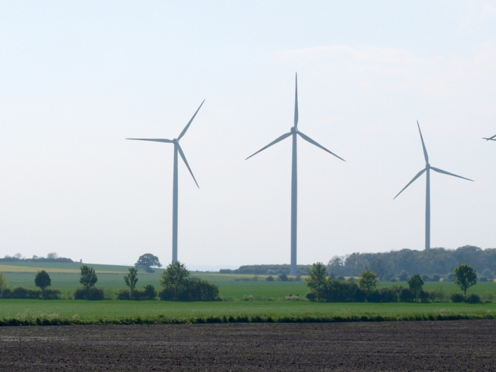 Photo of Hendricks verteidigt umstrittenes Windkraft-Gesetz