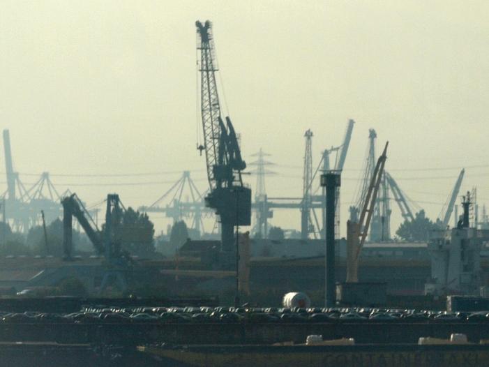 Bild von Außenhandel weist Kritik am deutschen Exportüberschuss strikt zurück