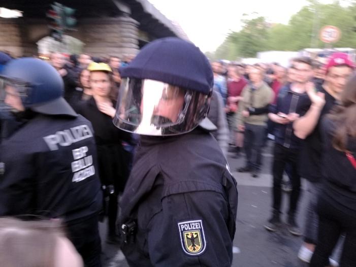 Photo of Polizeigewerkschaften befürchten Ausschreitungen am 1. Mai