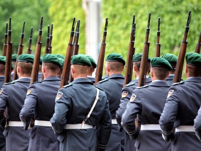 Bild von Generalinspekteur ordnet Durchsuchung aller Kasernen an
