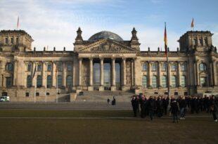 lobbyisten bekommen immer noch leicht zugang zum bundestag 310x205 - Lobbyisten bekommen immer noch leicht Zugang zum Bundestag