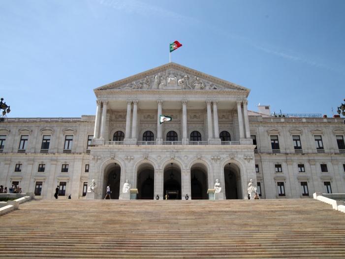Photo of Portugals Premier plant gemeinsame Plattform für Banken