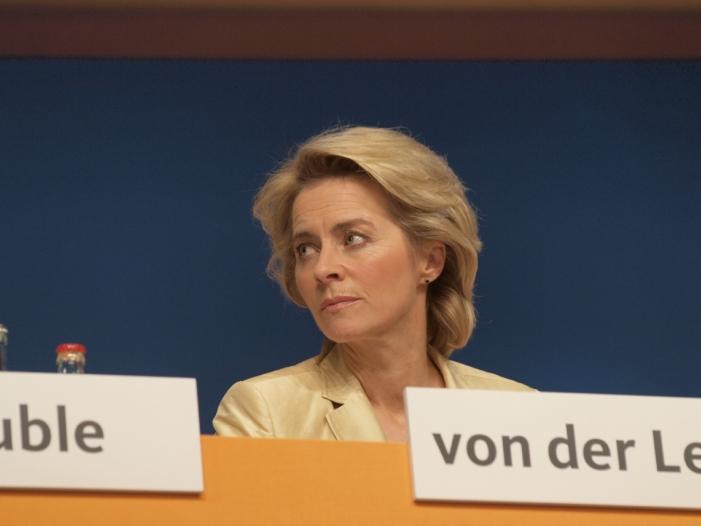 Kampfdrohnen: SPD setzt von der Leyen unter Druck