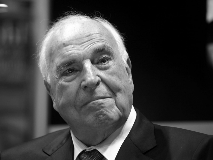 Photo of Medwedew redet bei Kohl-Trauerakt