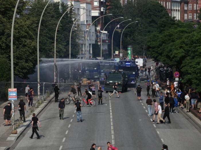 neue ausschreitungen bei protesten in hamburg - Neue Ausschreitungen bei Protesten in Hamburg