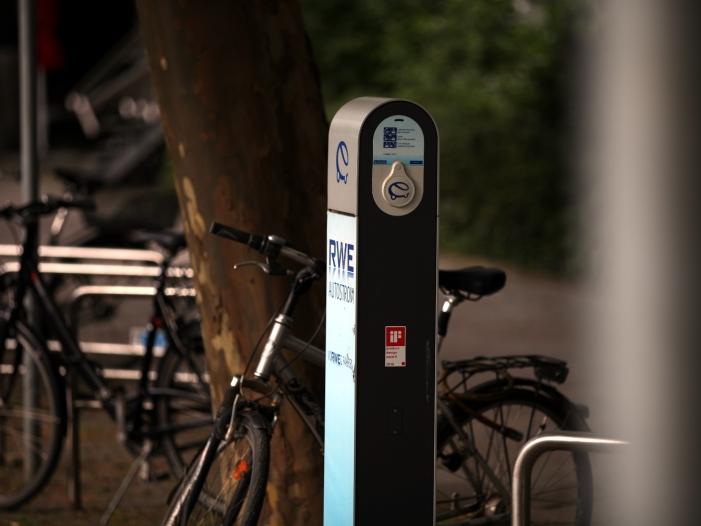 NRW-Wirtschaftsminister für zügigen Ausbau der E-Mobilität