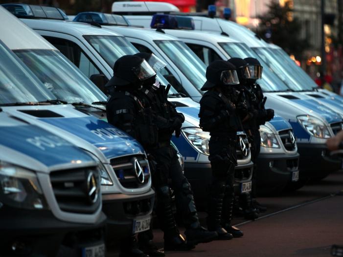 Photo of Polizei in Hamburg wird wegen Krawallen verstärkt