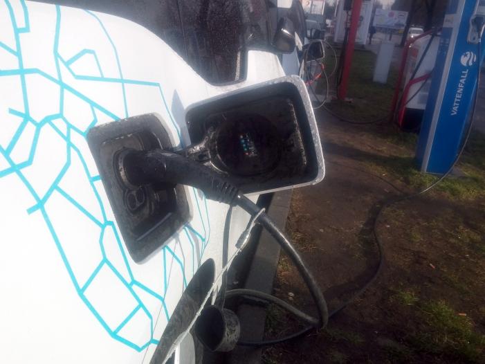 Bild von Behörden-Chef will E-Auto-Ladesäulen mit 200 Millionen Euro fördern
