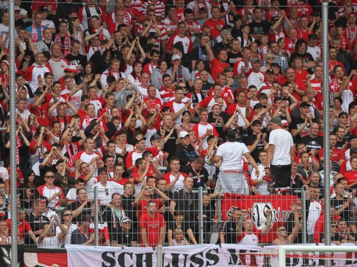 """Bild von Sachsens Innenminister: Fußballrandalierer """"empfindlich bestrafen"""""""