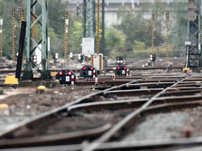 Streckensperrung bei Karlsruhe wird noch Wochen dauern