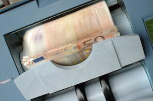 Geldautomat 310x205 - Heimlicher Riese, Kommentar zu BNP Paribas von Bernd Wittkowski