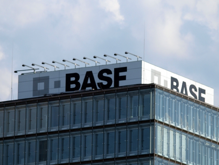Photo of BASF-Chef sieht Fusionswelle in Chemieindustrie noch nicht am Ende