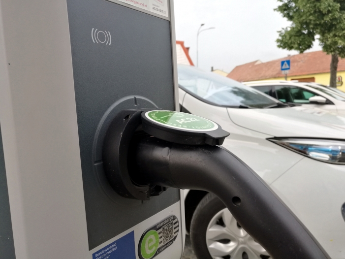 e auto ladesaeulen an tankstellen weiterhin seltenheit - E-Auto-Ladesäulen an Tankstellen weiterhin Seltenheit