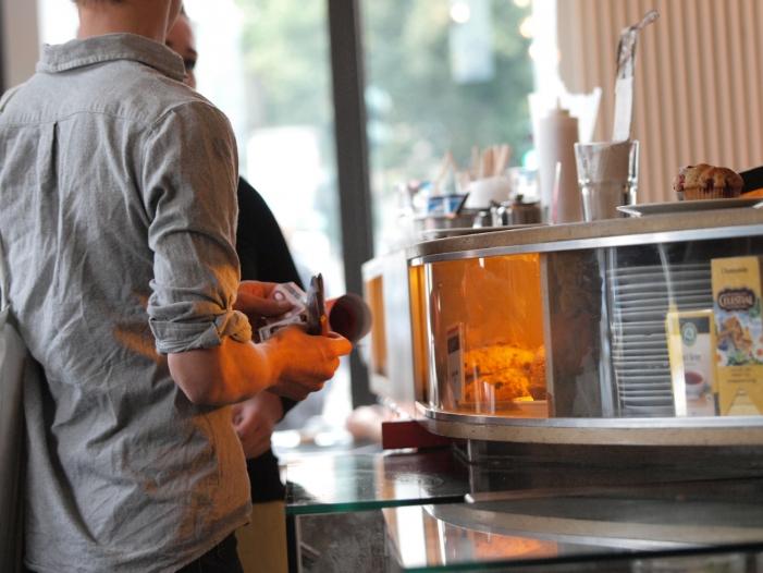 ba in gastronomie arbeiten 70 prozent zu niedrigloehnen - BA: In Gastronomie arbeiten 70 Prozent zu Niedriglöhnen