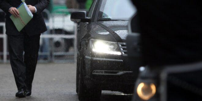 ministerien beschweren sich ueber verbrauch von hybrid dienstwagen 660x330 - Ministerien beschweren sich über Verbrauch von Hybrid-Dienstwagen